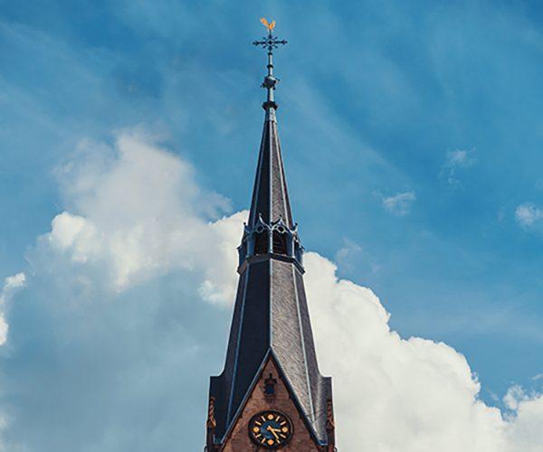 180423-terramedia-koeln-turmspitze-christusirche-600